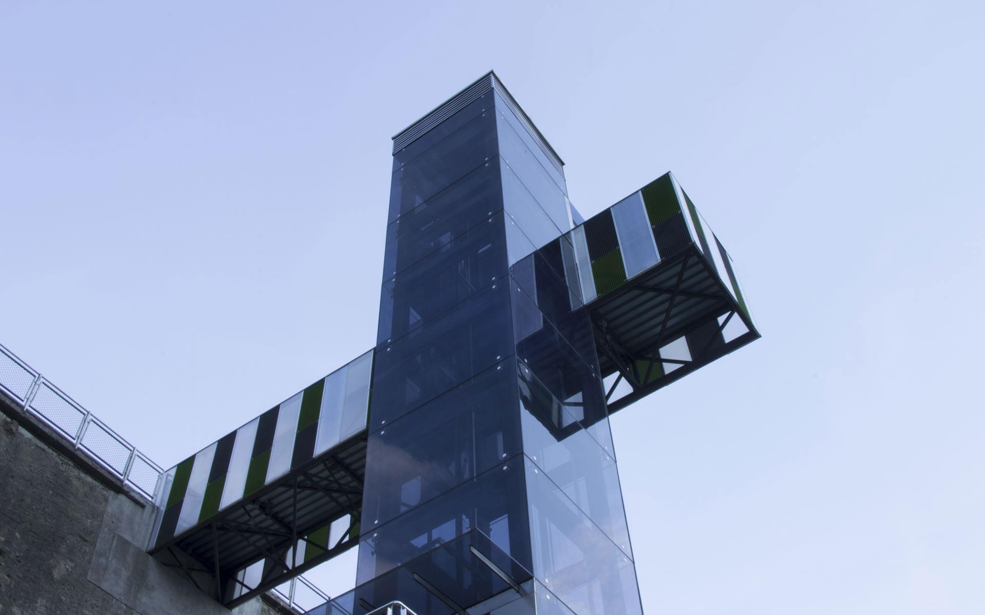 uxama-slider-portafolio-ascensor-urbano-ebar-cruz-1