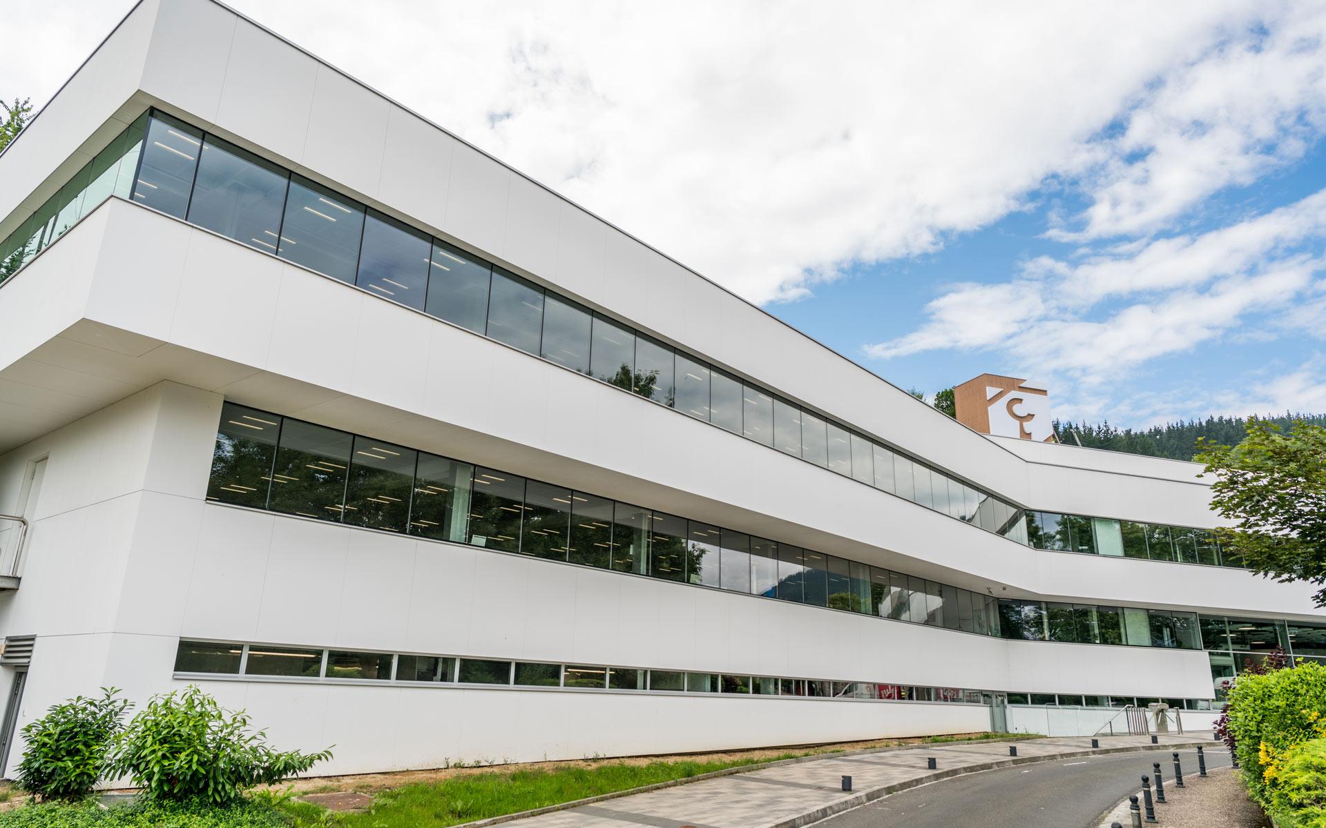 Uxama vista exterior edificio oficinas de Laboral Kutxa